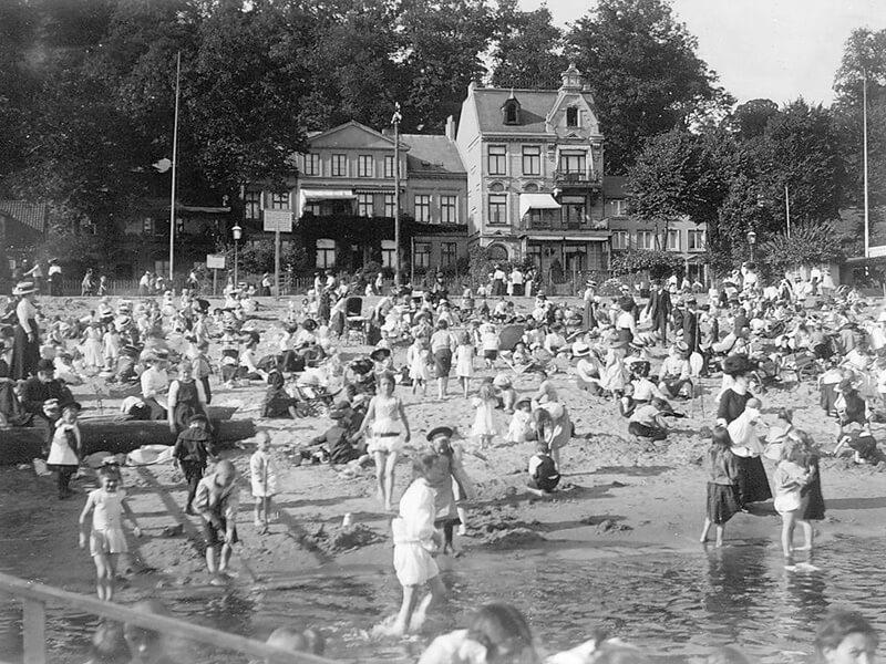Strandleben in Neumühlen um 1900