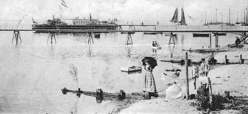 Dampfschiffsbrücke (Landungsbrücke) in Neumühlen um 1900