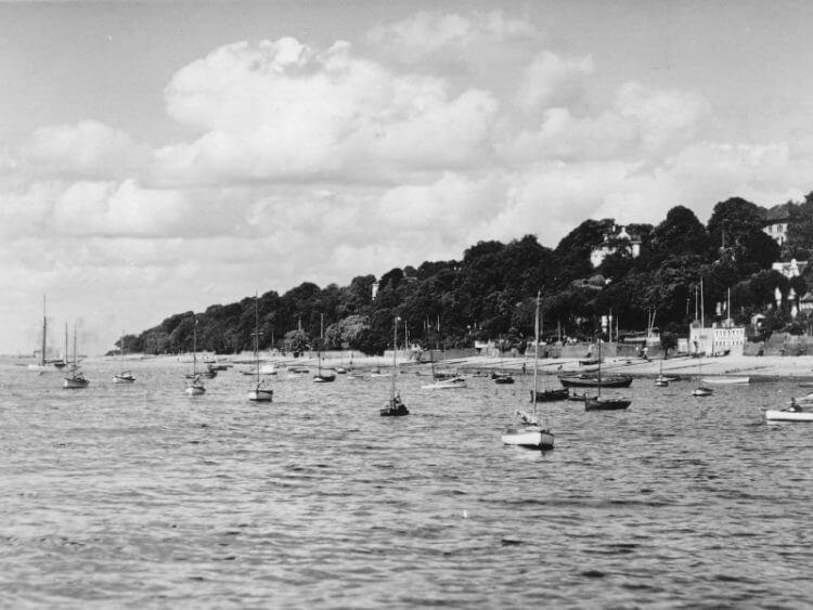 Övelgönne von der Wasserseite um 1920